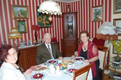 Mama, tata i ja przy świątecznym stole